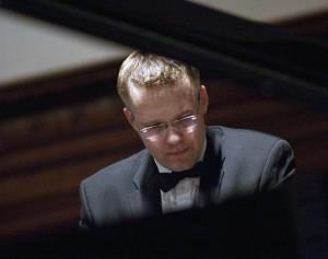 Hando Nahkur on the piano